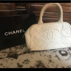 29eaca46b2f Authentic Chanel white quilted leather Coco bag
